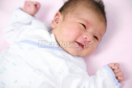 新生儿微笑