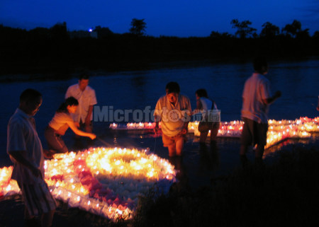 贵州惠水端午河灯