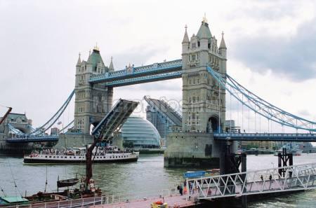 倫敦塔橋起橋時