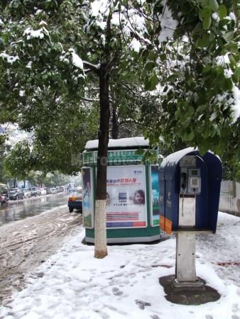 雪地报刊亭