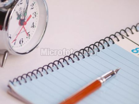 钢笔与日记本
