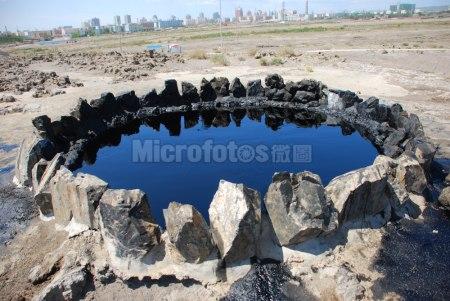新疆黑油山风光