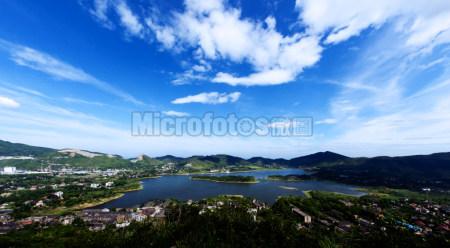 华蓥山天池湖全景