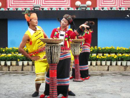 云南德昂族采茶舞