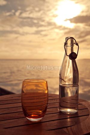 逆光玻璃瓶