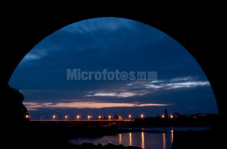 傍晚的桥梁