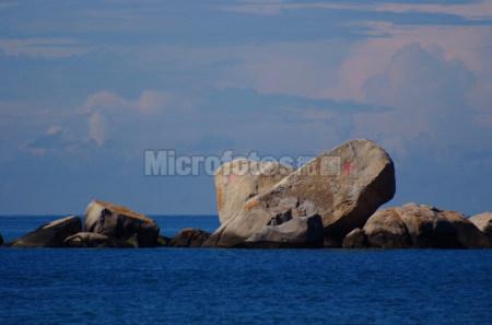 天涯海角日月石