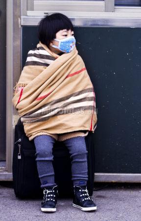 戴口罩的女孩