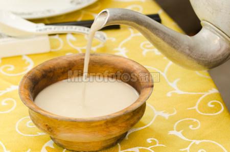 藏菜木碗酥油茶