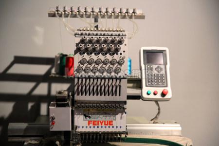 小型电脑刺绣机