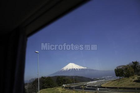 车窗里的富士山