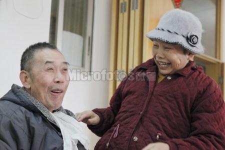 两个相爱的老人