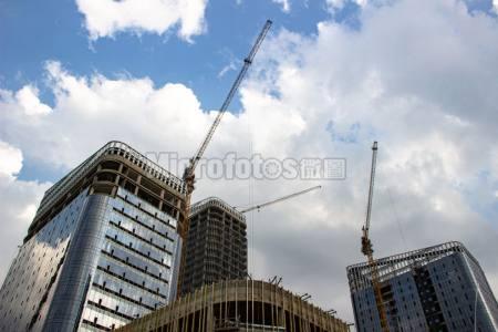 武汉光谷东,建设中的办公楼。